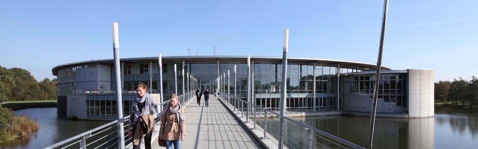 Rondell und Brücke des Campus Bocholt