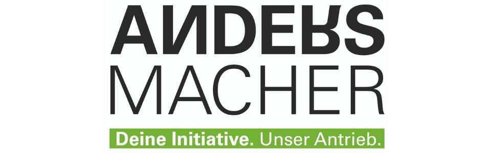 Logo der Andersmacher. Schriftzug Andersmacher in schwarz mit umgedrehten N und R. Darunter weiß auf grün hinterlegt: Deine Initiative. Unser Antrieb.