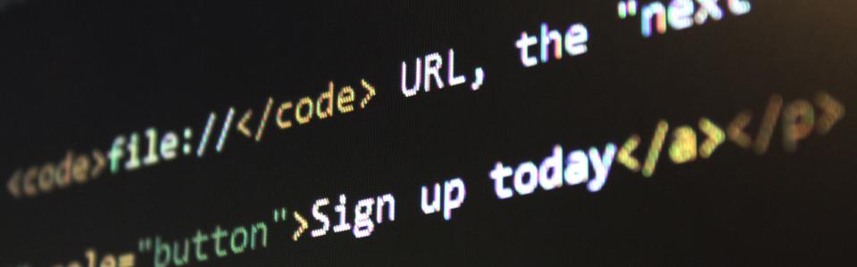 Zwei Zeilen Code auf einem dunklen Hintergrund auf einem Bildschirm.